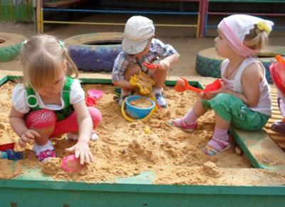 Игры-занятия с песком и водой