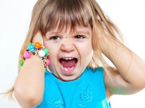 Детская истерика: как реагировать