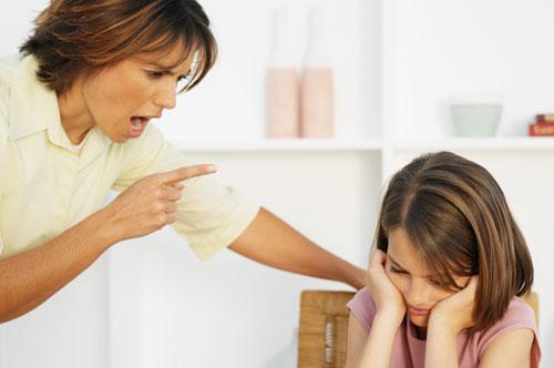 Почему мы позволяем себе кричать на ребенка?