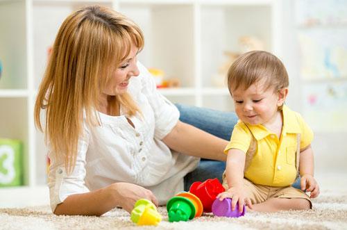 Как весело и с пользой играть с малышом до года