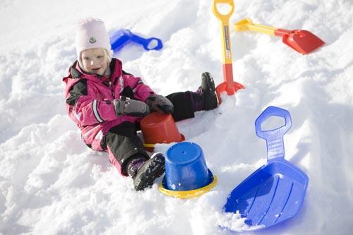 10 самых лучших и практичных зимних игрушек для малышей