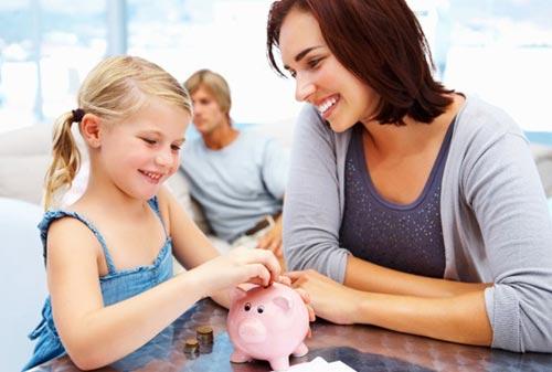 Как научить ребенка правильному обращению с деньгами?