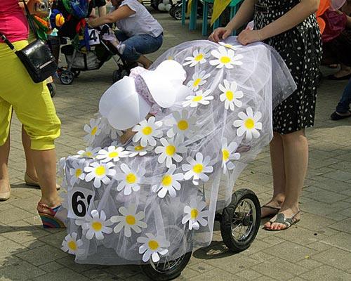 Как оригинально украсить коляску на конкурс колясок