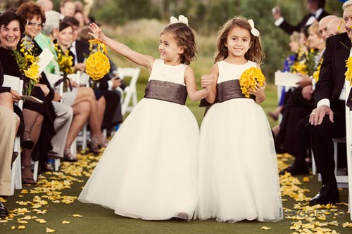 На свадьбе есть дети пот ому что их