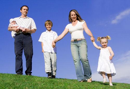 родителям двух детей участок земли