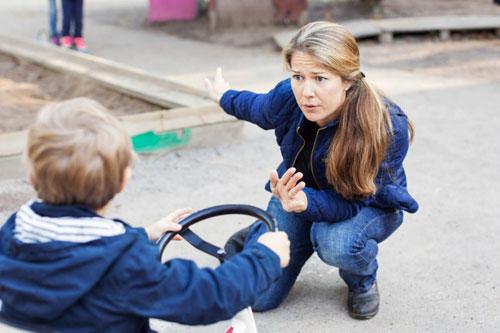 Стоит ли делать замечания чужим детям?